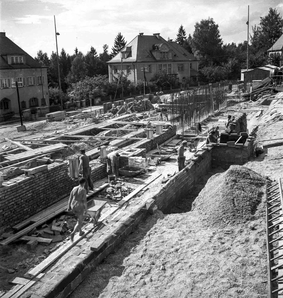 Výstavba kolejí Třebízského