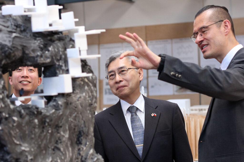 Velvyslanec Japonska Kaoru Shimazaki navštívil TUL